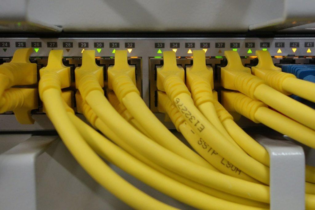 Kabelnetzwerke installation. IT Dienstleistung in der Vulkaneifel